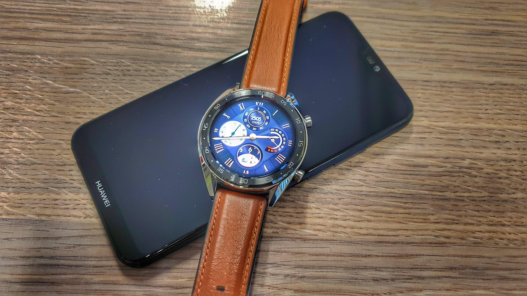 Chytré hodinky, které nemusíte každý týden nabíjet