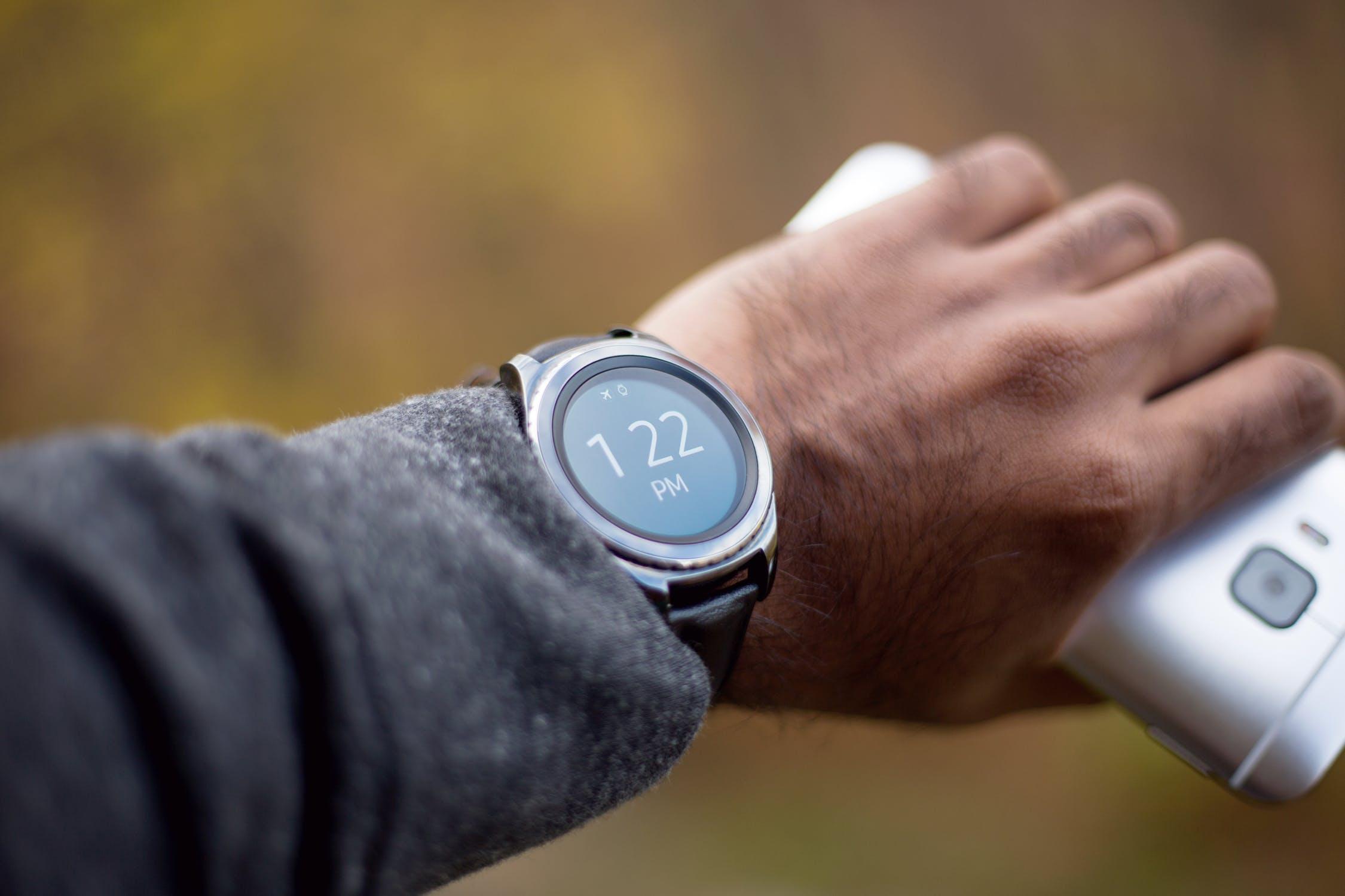 Chytré náramky a hodinky nemusí být jen pro sportovce
