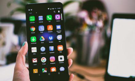 Jaký je rozdíl mezi telefony z oficiální a neoficiální distribuce?